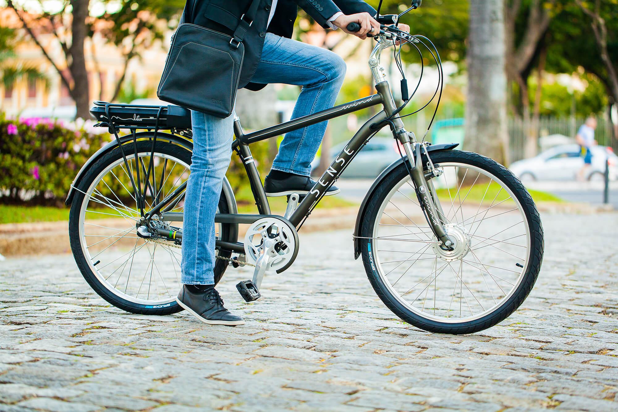 Como a bicicleta elétrica está revolucionando o transporte urbano